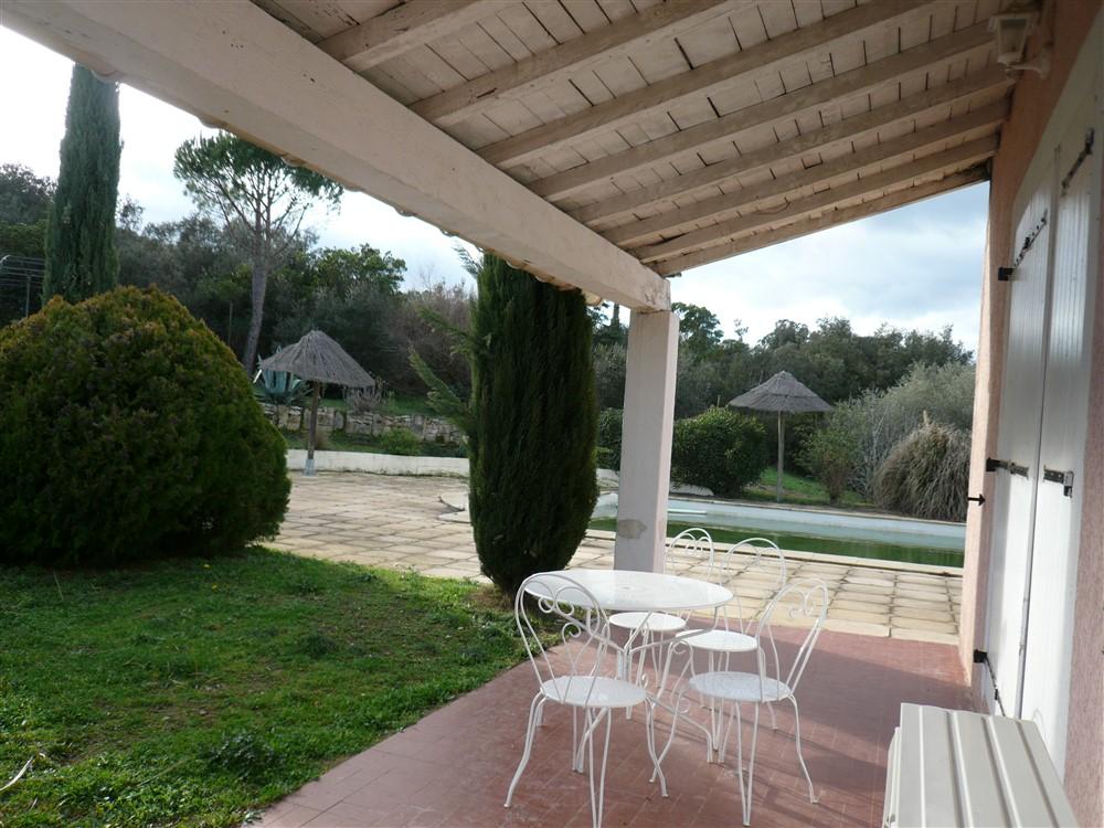 GARD.30.UZES. Villa  proche UZES de 7 pièces de 210 m² sur terrain arboré et clos de 3000 m² avec  grande piscine