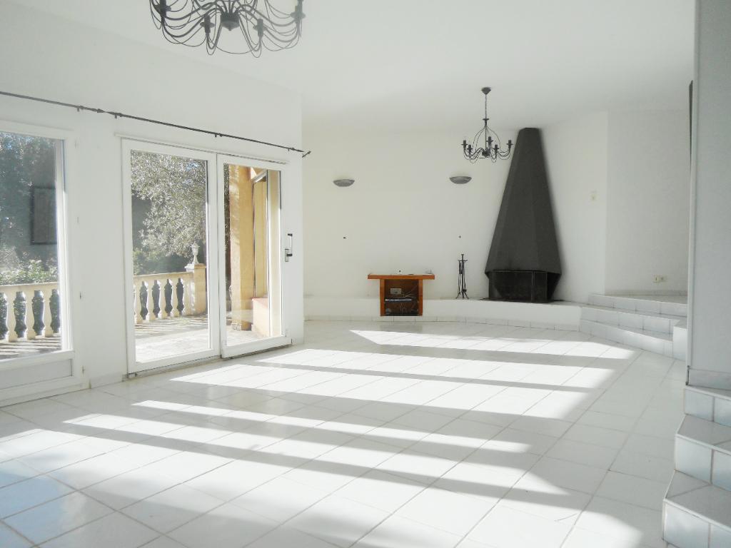 Maison contemporaine  élégante. Toulon 6 pièces de 160 m2.  Vue mer panoramique