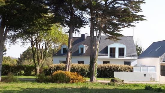 PLOUHINEC - 56680 - Maison d'architecte de plus de 291 m2 sur terrain de 2 000 m ² + terrain boisé attenant de 2 hectares pour chevaux