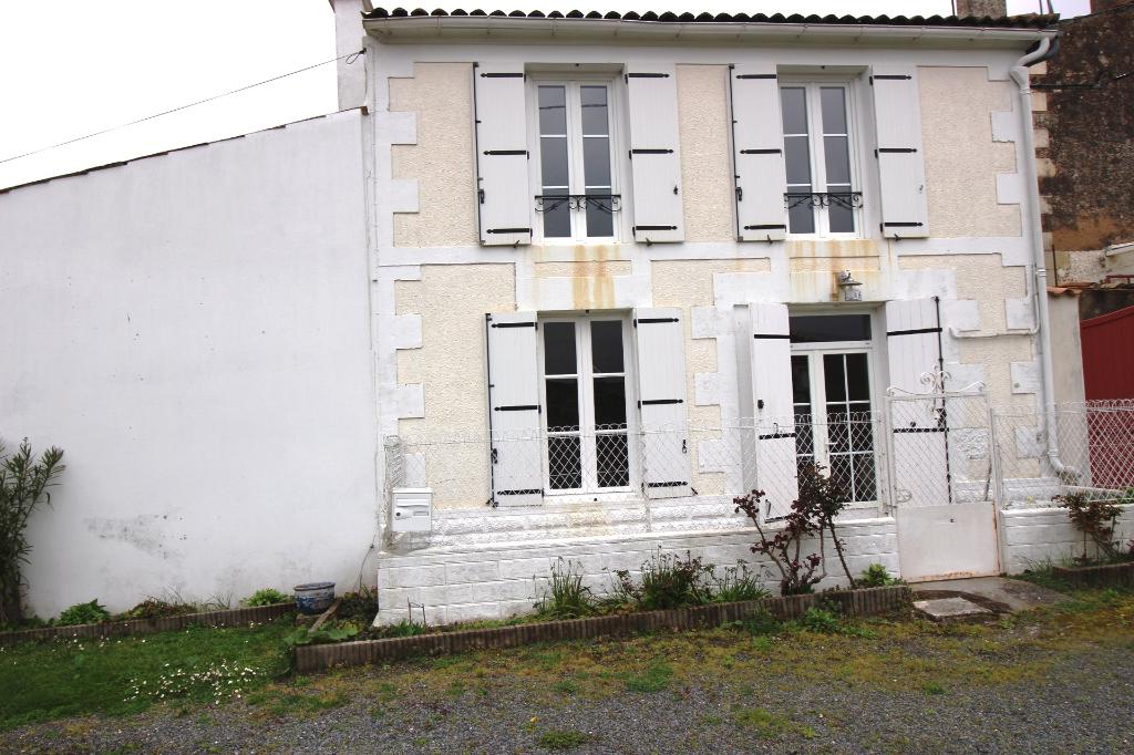 Maison - St Fort sur Gironde  - Centre bourg  - 4 pièces - 2 CH - 102 m2