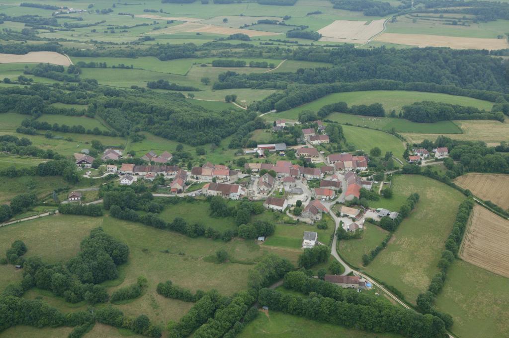 Saint Maur 39570, Maison d'habitation et Chambres d'hôtes