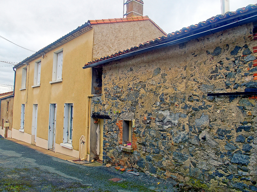 Maison à rénover Saint Germain Sur Moine 6 pièce(s) 100 m2