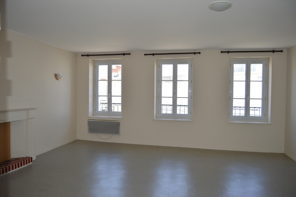 APPARTEMENTS + LOCAL COMMERCIAL MACHECOUL ( 44270) BUDGET 311970  HAI