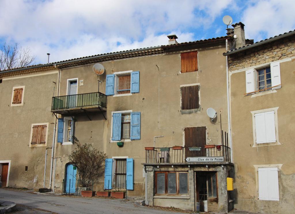 Maison à rénover 7 pièces 3 chambres 140 m2 -  Tartonne (04330)
