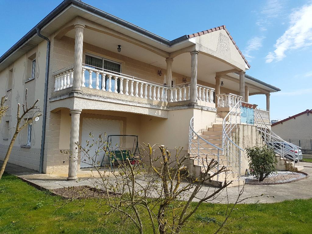 Magnifique Maison Récente de 154 m² sur Sous-sol Complet avec Cour, Terrasses avec Barbecue, Garages avec Portes Automatisées, Cuisine d'été et Terrain Clos et Arboré de 720 m²