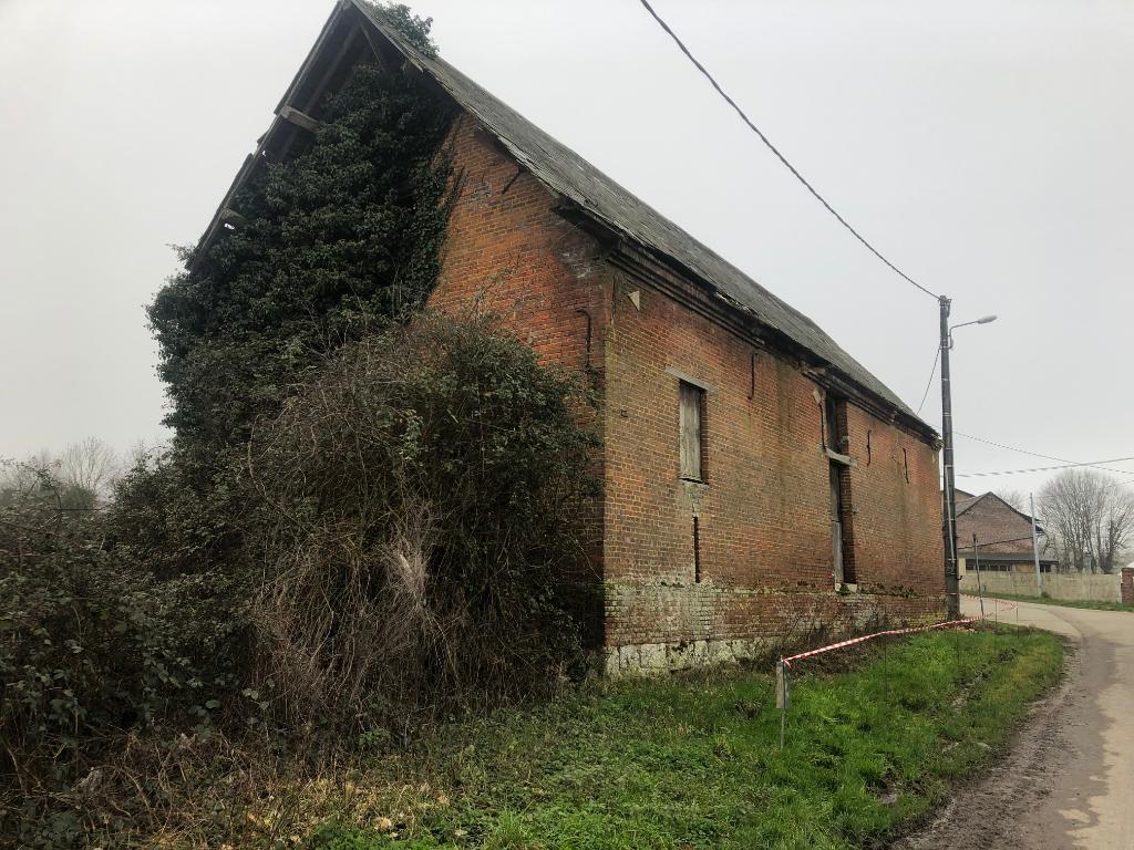 Proche Gournay-en-bray et Neuf-Marché Terrain de 1000 m² + Grange