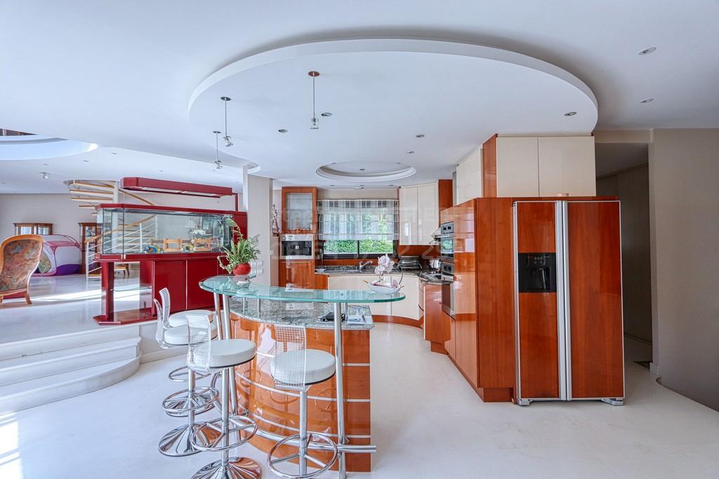 EXCLUSIVITÉ - Verrières-le-Buisson - Maison de 13 pièces 482 m2 sur terrain 1748 m2