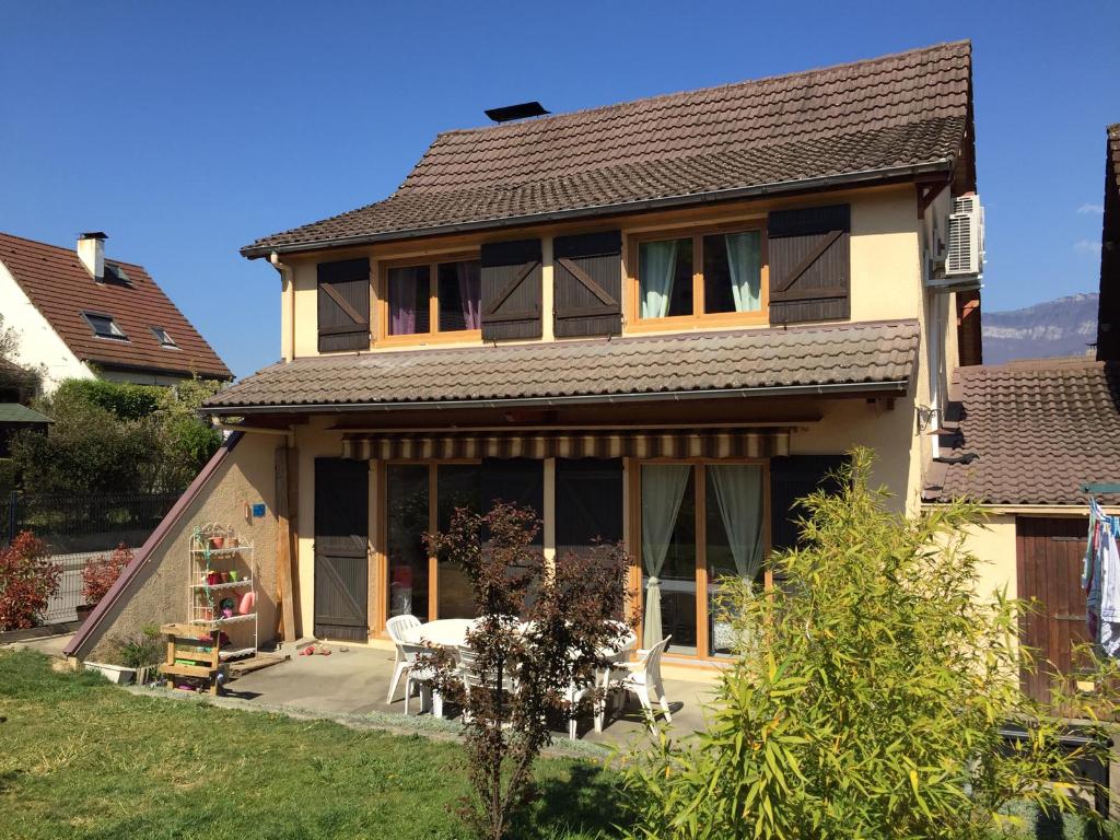 Maison Cognin 5 pièce(s) 105 m2  4 chambres, garage