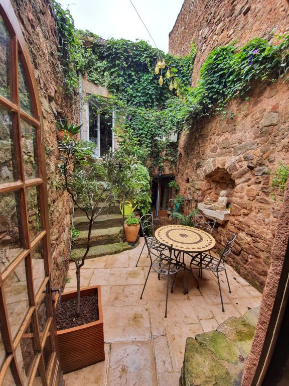 belle maison de village authentique avec double habitation