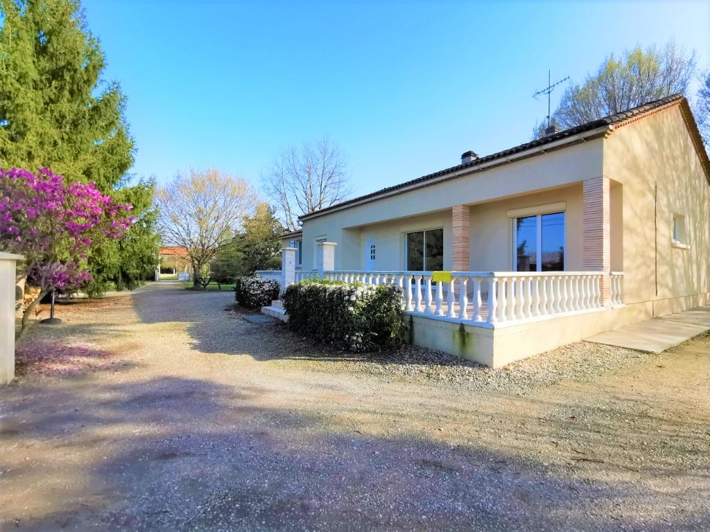 Maison plain-pied 160 m² avec terrain de 3500 m² et dépendance 120 m²
