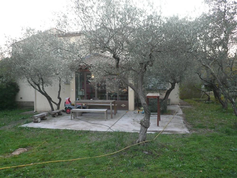 GARD. NIMES. Villa 7 pièces  de 145 m2 sur terrain clos et arboré de 3000 m2 secteur Nîmes ouest
