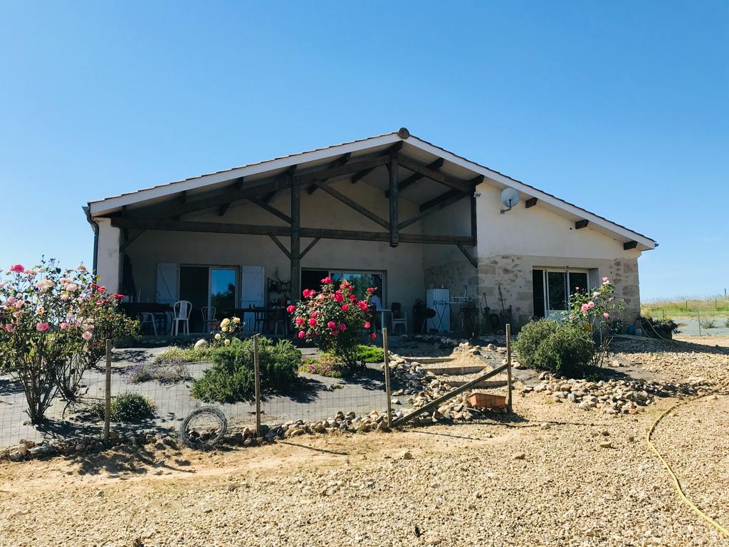 Propriété en pierres - 4 chambres - 6,5 hectares avec étang