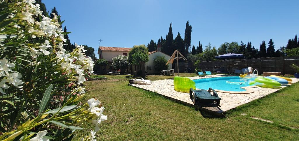 Villa 135 m2  + garage 27 m2 sur 2125  m2 de terrain avec piscine