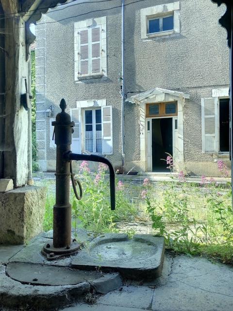 Maison Joux La Ville + dépendances