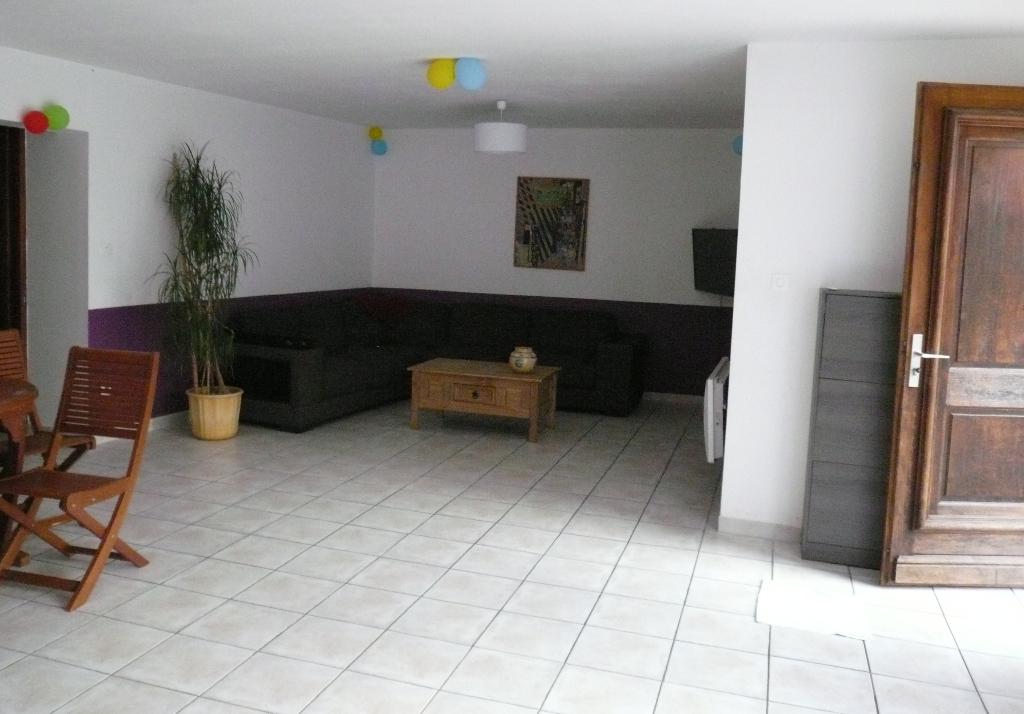 GARD.NIMES. 30000. Villa  de 144 m2 avec jardin clos et arboré de 500 m2
