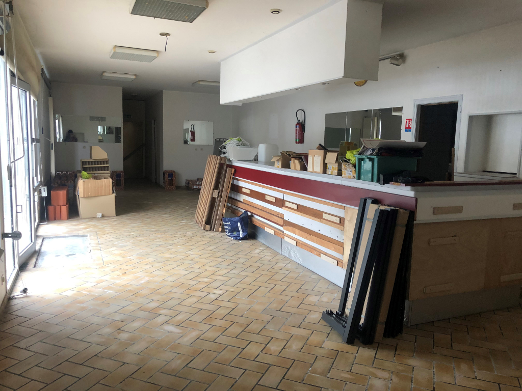 JAVREZAC - LOCAL à RÉNOVER - 126 m2
