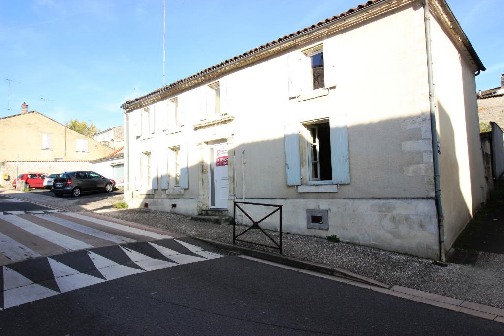 Maison Cognac - SH 115 m² - 4 pièces - 2 garages - 1 cour