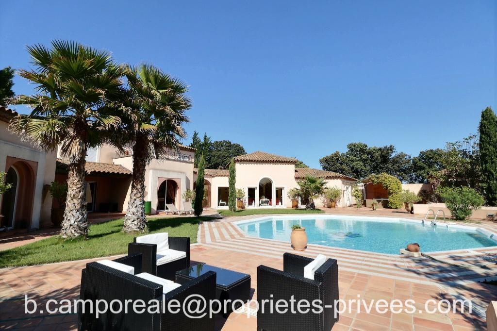 UZES-PONT DU GARD-AVIGNON : Prestigieuse villa contemporaine 7 chambres sur vaste terrain paysagé avec garage et piscine