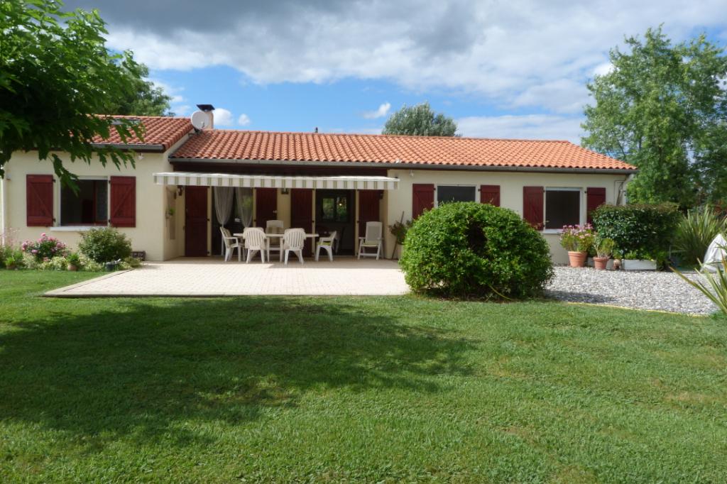FOIX  09000 Maison 4 chambres garage piscine 2466 m² terrain 280 900 euros honoraires agence charge vendeur