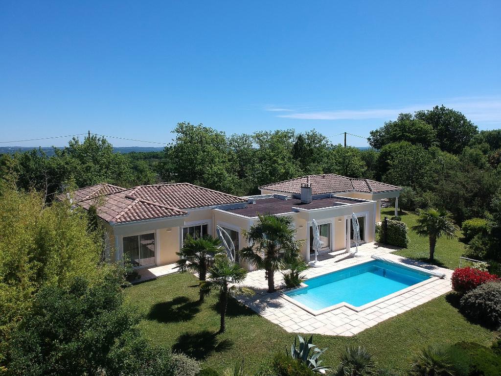 Maison atypique avec piscine et vue à 10 minutes de Cahors, environnement irréprochable