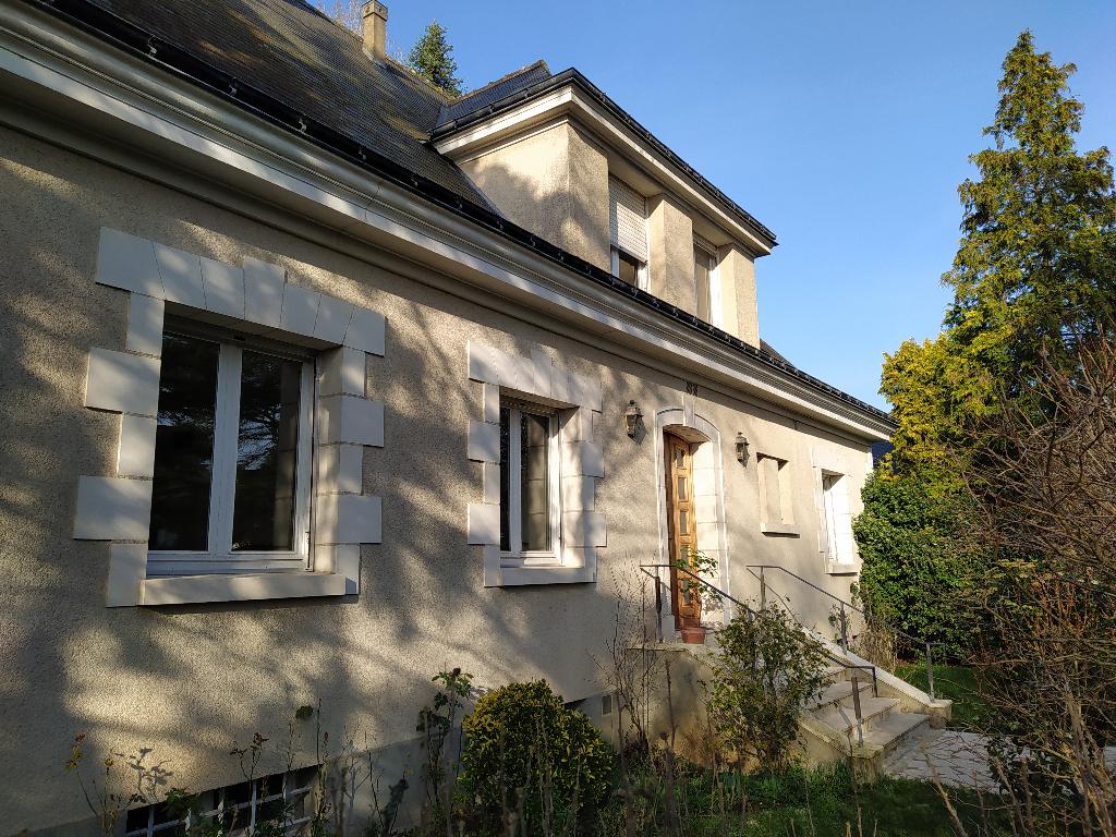 Maison huit pièces à St Cyr sur Loire (37540)