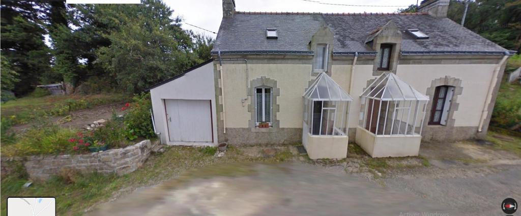 Maison de campagne rénovée avec garage, jardin
