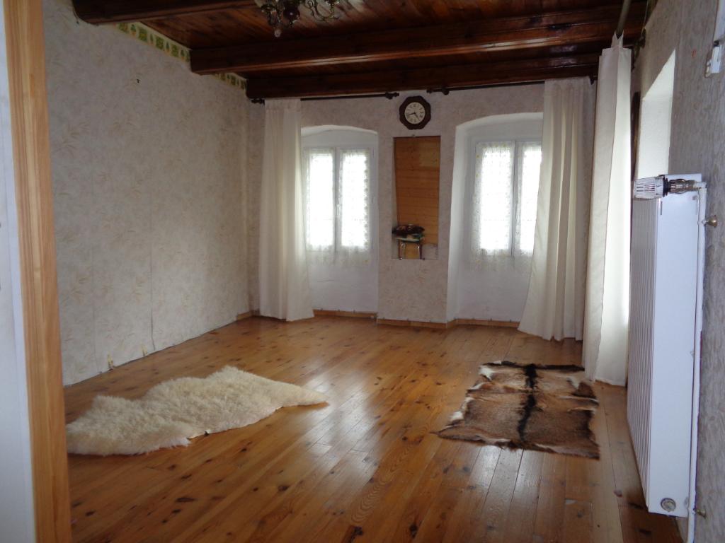 Vernassal (43), maison de village 75m2, 1 chambre