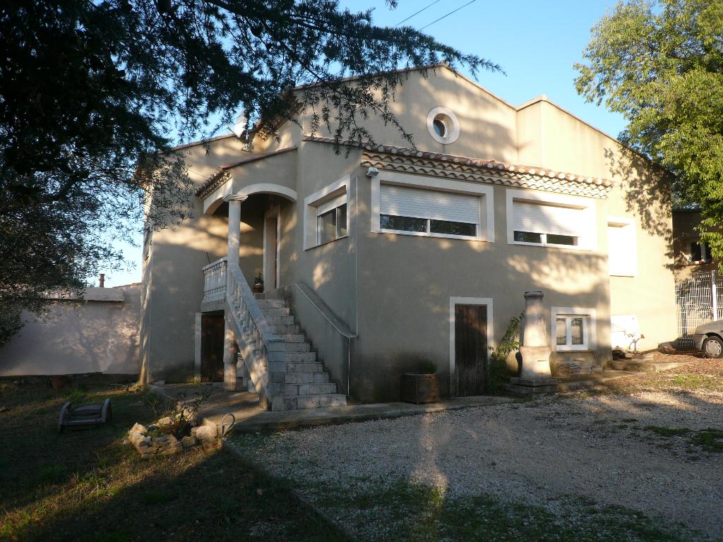 GARD. NIMES. 30000. Villa de 115 m² avec dépendance 60 m² sur terrrain clos et arboré de 1800 m2