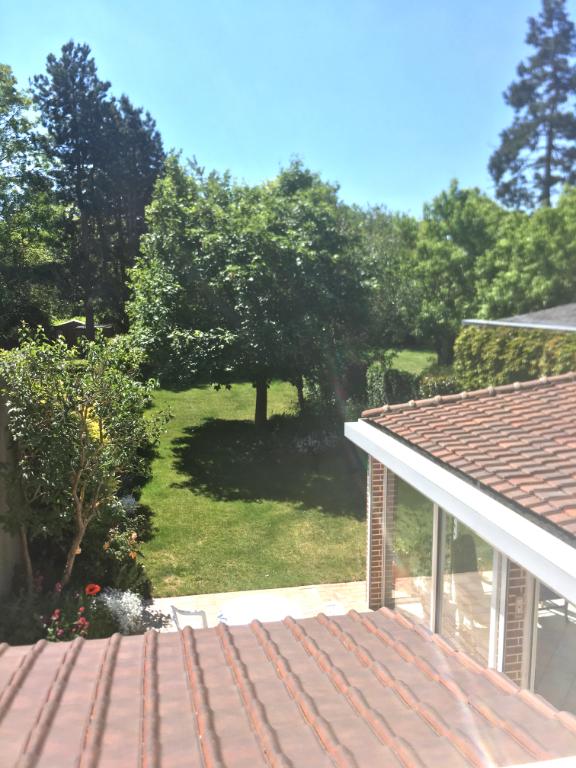 Rare, très belle maison familiale avec terrasse, grand jardin et garage