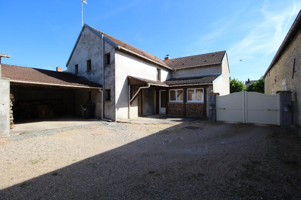 Maison de 6 pièces avec 4 chambres, bureau, grange, dépenadances et terrain