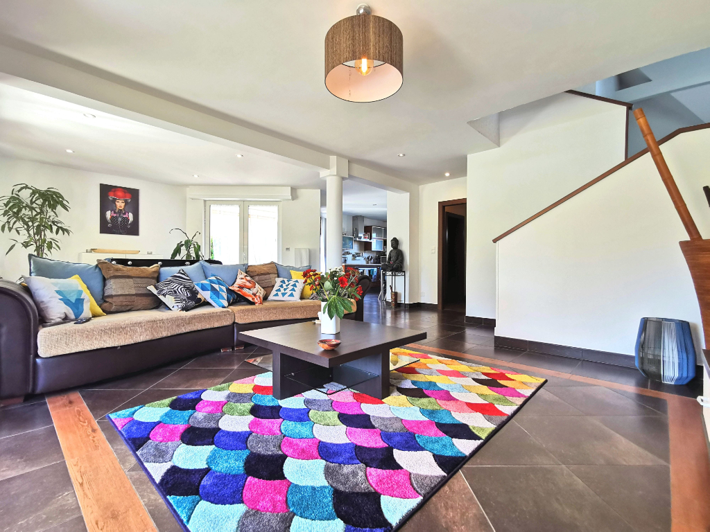 *****SOUS COMPROMIS***** Vente maison avec piscine - 5 pièces - 150 m²
