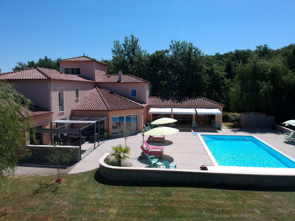 Grande maison à 5 minutes du centre de Cahors avec piscine