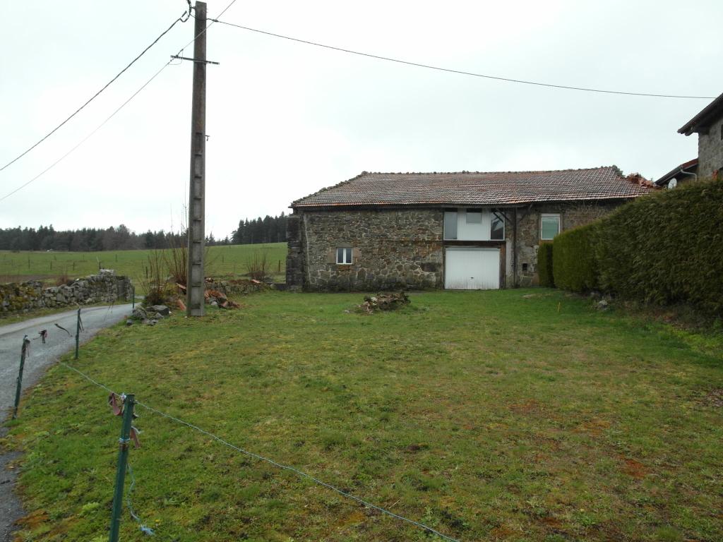 Grange-écurie environ 250m² et terrain constructible 923m²