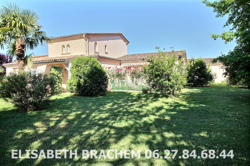 Maison Pineuilh 10 pièce(s) 244 m2, 4 chambres, double garage, piscine, 3800m² de terrain