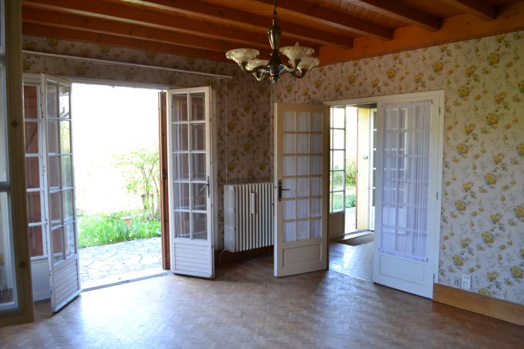 36290 MEZIERES EN BRENNE - Maison plain pied 2 chambres avec garage et dépendances