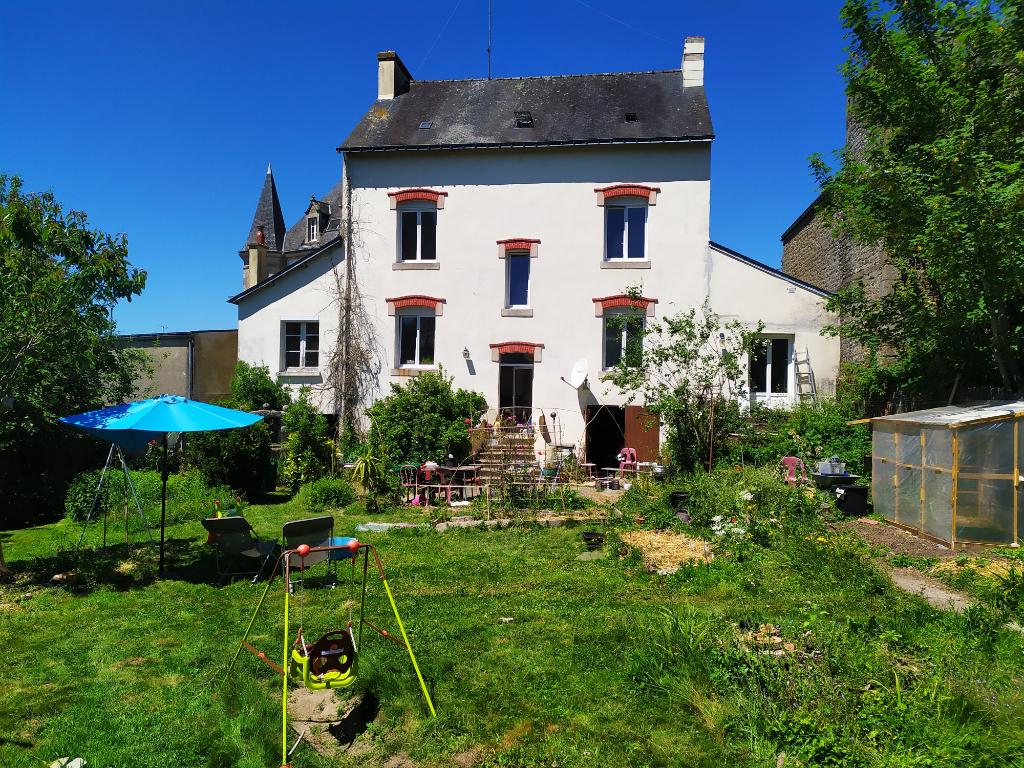 Maison de maître, centre ville  de Guémené, 6 chambres, jardin