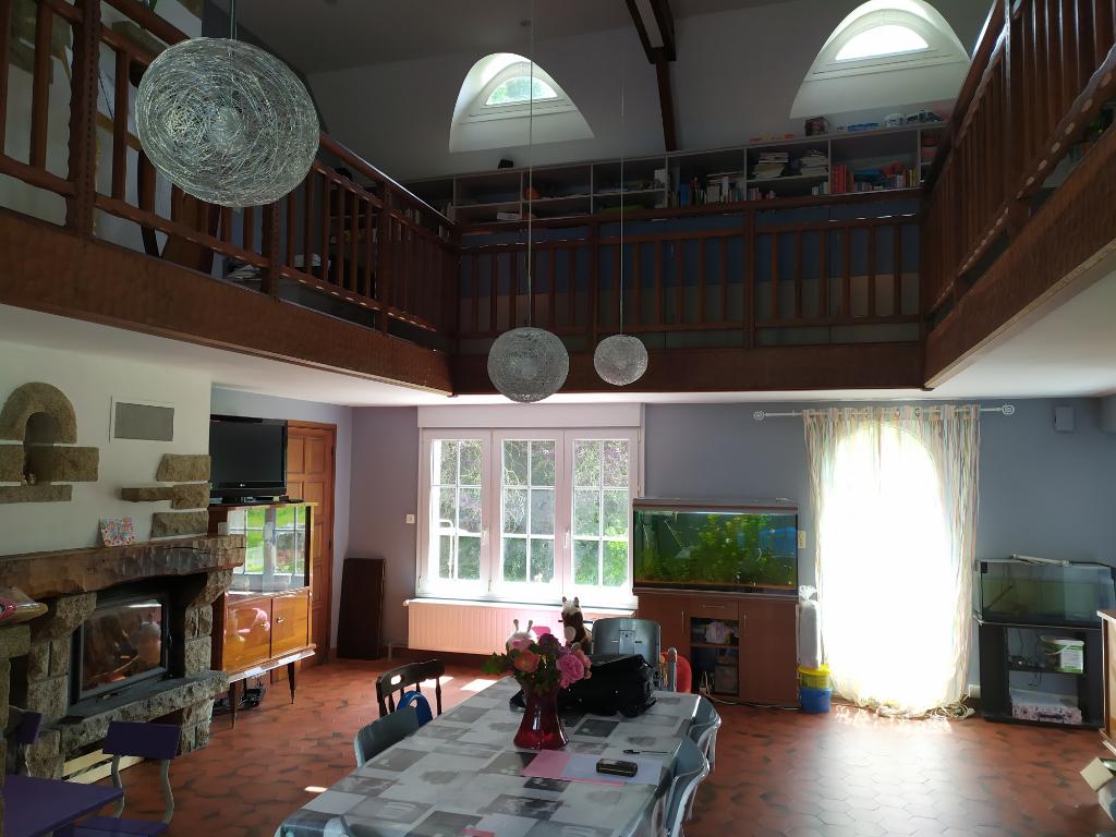 Maison Ploerdut 6 pièce(s)  avec 1 ha de terrain environ, bord de rivière