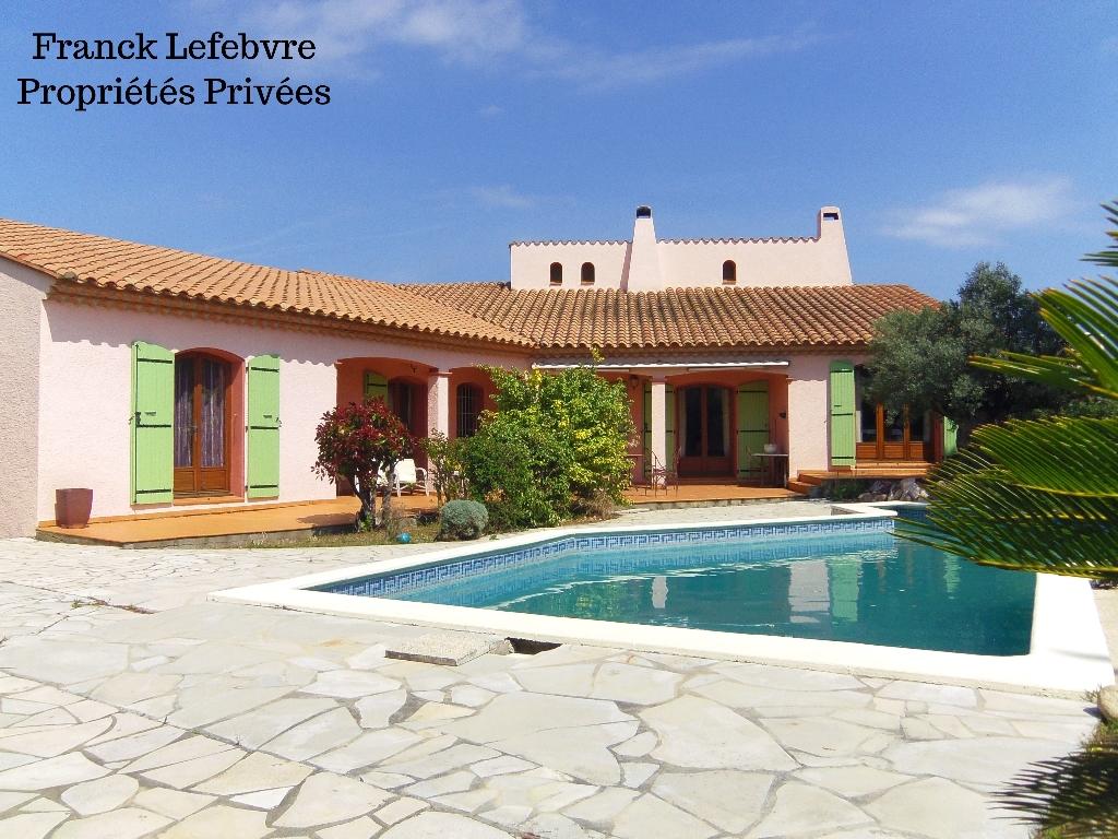 Villa 6 pièces de 190 m2 habitables terrain de 1400 m²  avec piscine