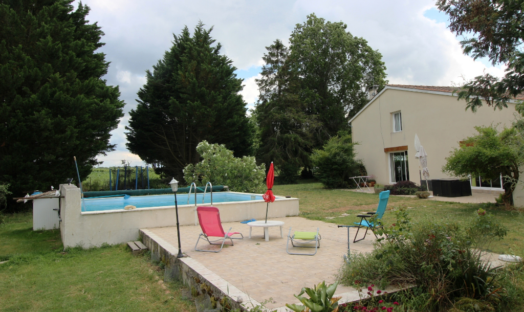 Maison Saint Andre De Lidon 6 pièce(s) 260 m2