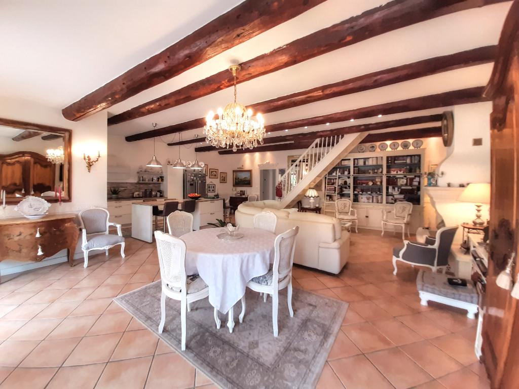 Maison de 170 m² avec 4 chambres , Cuisine d été et Piscine