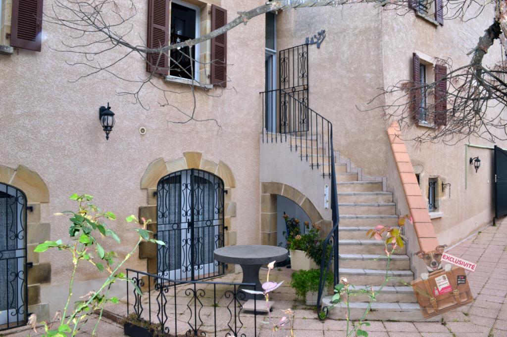 Maison 180 m² environ, avec grande cour et garage