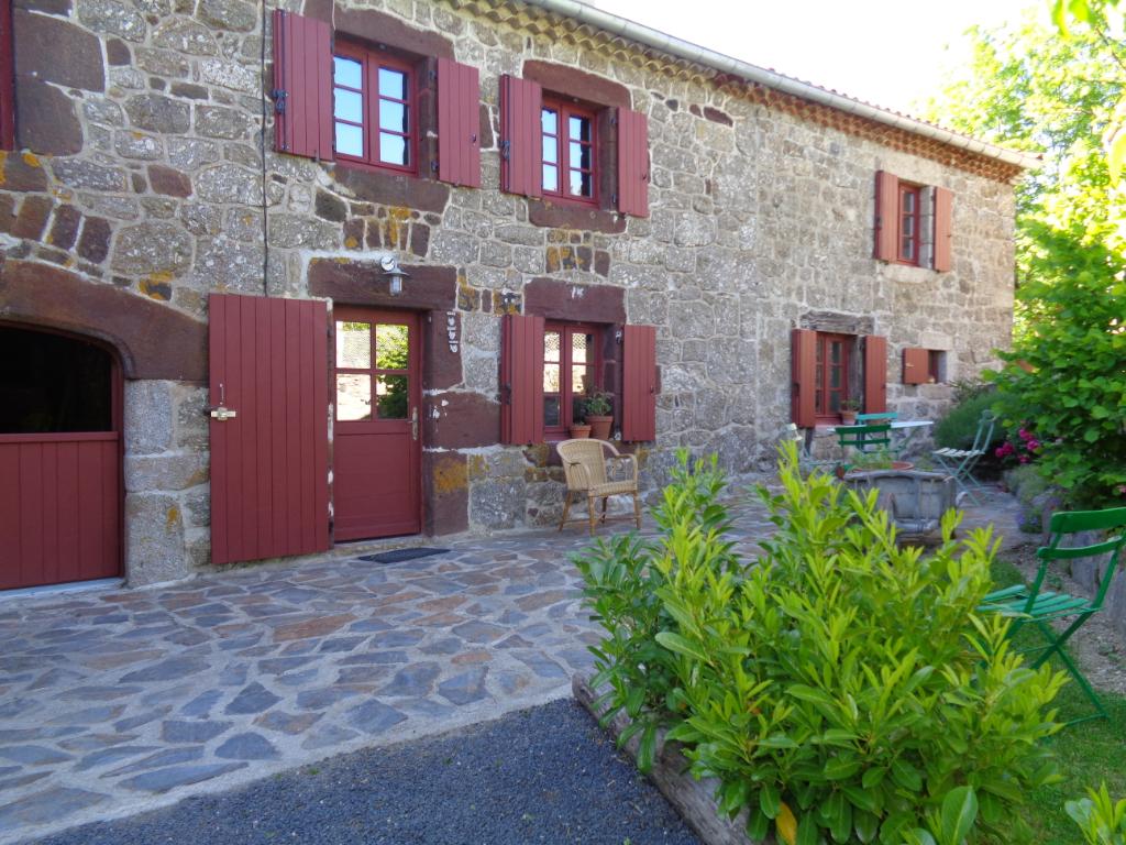 Monistrol d'Allier(43), maison de campagne 130m2 habitables, 2/3 chambres sur 400m2 de terrain