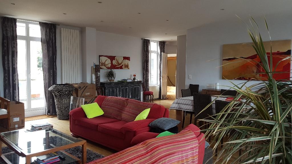 Beau duplex hyper centre, 5 chambres, terrasse, jardin, garage