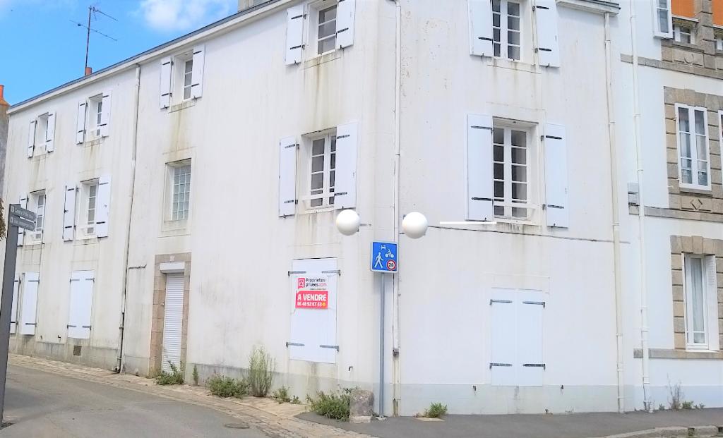 PORT LOUIS - 56290 - Appartement de  80 m²  au coeur de la citadelle avec garage et jardinet