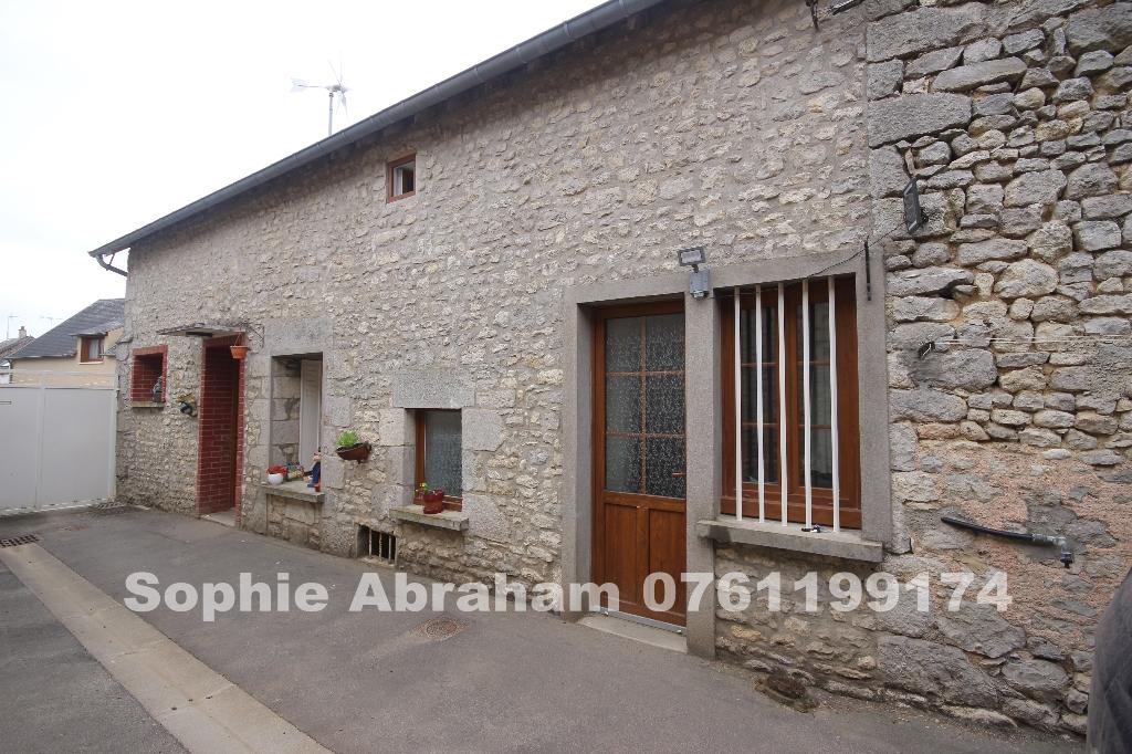 Maison 4 pièces, 2 grandes chambres, bureau, grange et jardin