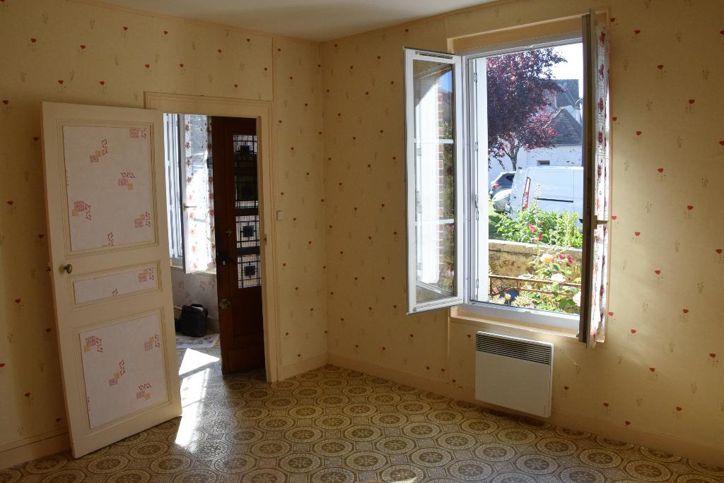 EXCLUSIVITE Proche Vendôme coquette maison en centre ville à rénover