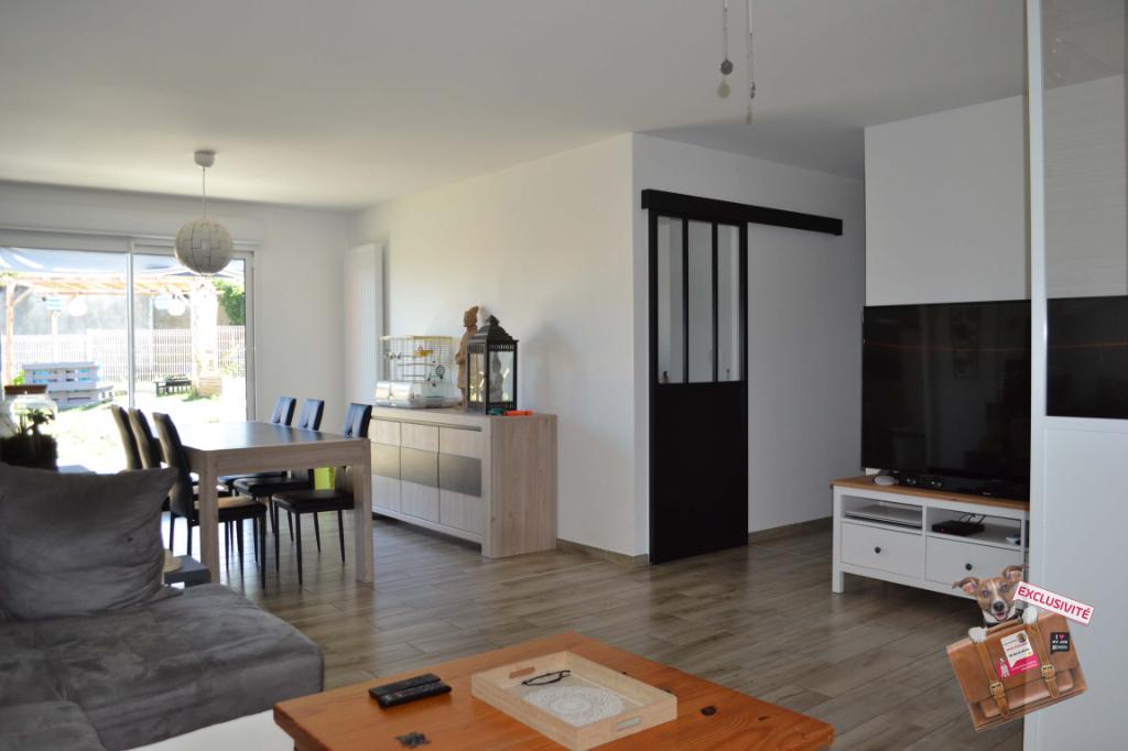 Maison plain-pied neuve, 3 chambres, 93 m², avec jardin, garage et portail motorisé