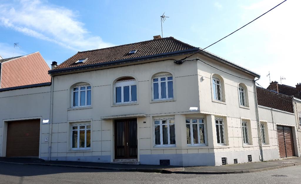 BELLE MAISON DE CARACTERE PROCHE HOPITAL 6 chambres et garages