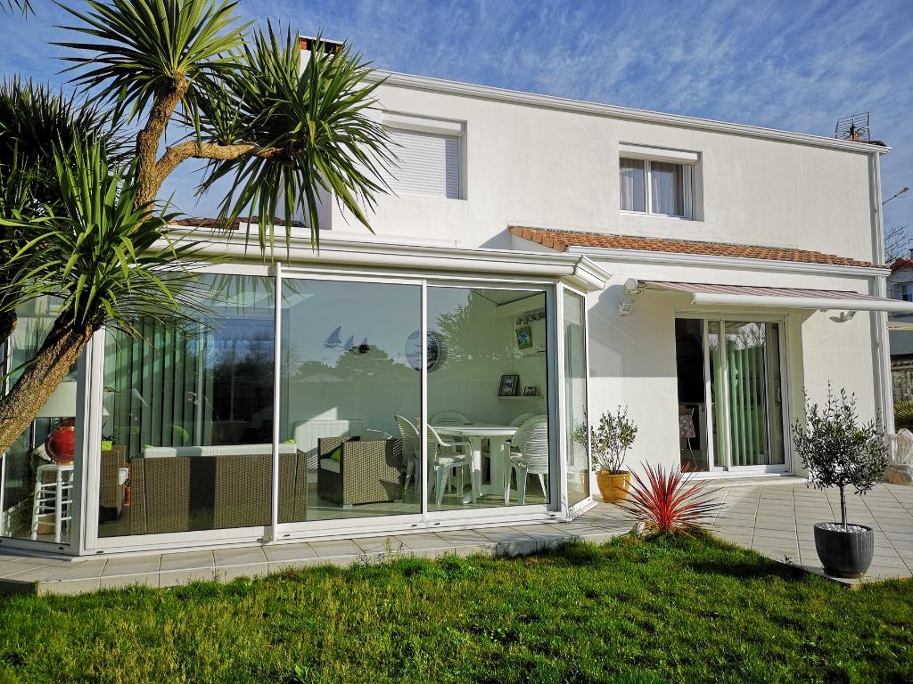 Maison Pornic Proche Mer 6 pièce(s) 120 m2 avec 4 chambres+ Véranda 16m² . Double garage