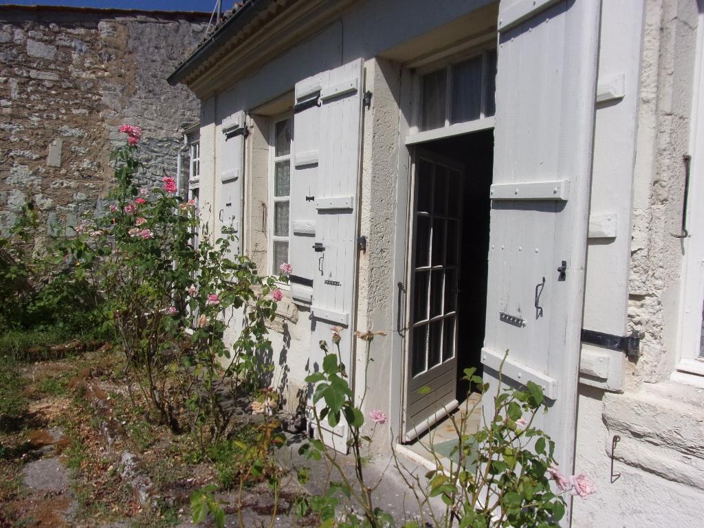 maison de 115 m2  à rénover à 9 mn de saintes